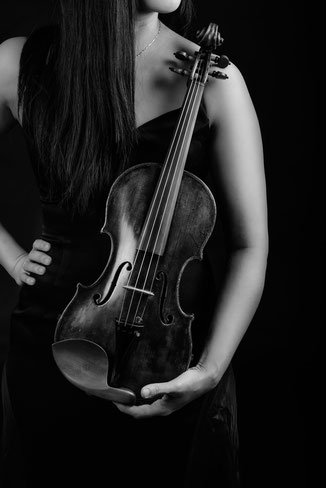 PORTRAIT SESSION, FIRST VIOLIN