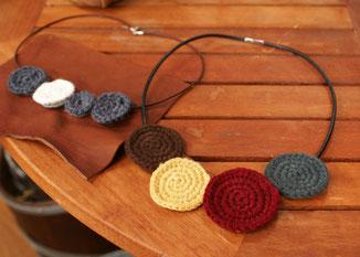 モチーフ編みチョーカー