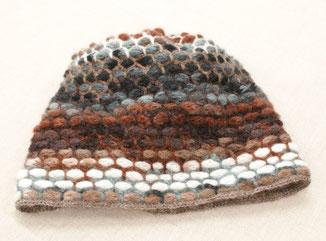 よこから見たニット帽(毛糸:カントリー)