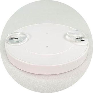 Eine platzsparende, günstige Lösung ist ein Vergrößerungsspiegel mit Saugnapf. Er lässt sich beliebig fixieren und wieder rückstandslos entfernen.