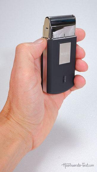 Der Wahl Mobile Shaver ist klein und leicht. Der Mini Rasierer hat eine schmale Scherfolie