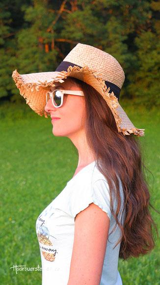 frisuren für hüte, frisur sommerhut, schlapphut