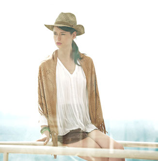 MEDIUM SAND SUEDE SHAWL WITH FRINGES