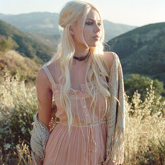 NUDE SUEDE SHAWL WITH FRINGES