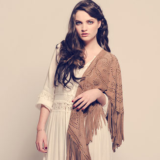 SUEDE SHAWL WITH FRINGES AND BRONZE STUDS