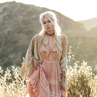 LEATHER SUEDE POWDER SHAWL WITH FRINGES