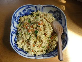 ベトナム鉢にふわふわ炒り豆腐