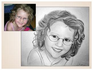 inna-bredereck-auftragsmalerei-portraitzeichnung-kunstwerk-brille-maedchen-lachen-halskette