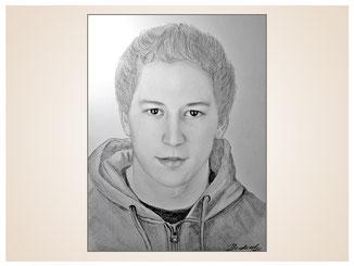 inna-bredereck-auftragsmalerei-portraitzeichnung-kunstwerk-shirt-junger-mann-junge