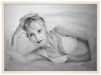 inna-bredereck-auftragsmalerei-frau-Bleistiftzeichnung-braut-schleier-bh-aktmalerei-erotik-kunstwerk