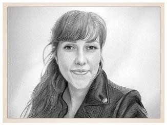 inna-bredereck-auftragsmalerei-portraitzeichnung-kunstwerk-mantel-frau-haare