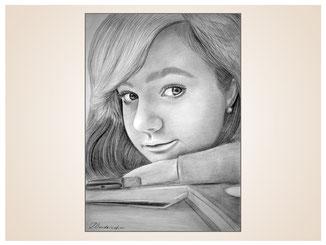 inna-bredereck-auftragsmalerei-portraitzeichnung-kunstwerk-maedchen-schulbuch-fueller