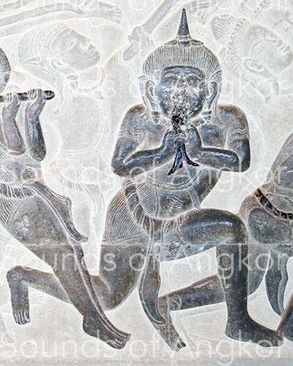 Conch for martial use blown down. Angkor Wat, Battle of Kurukshetra. 12th c.