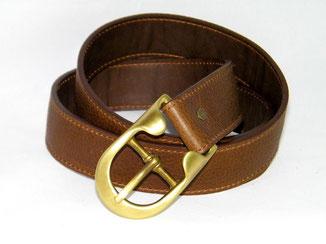 belle ceinture en cuir marron boucle laiton fabrication artisanale dans un atelier français
