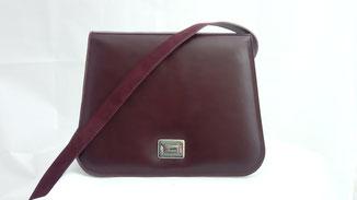sac besace à bandoulière en cuir bordeaux fabriqué par ml-sellier en très petite série