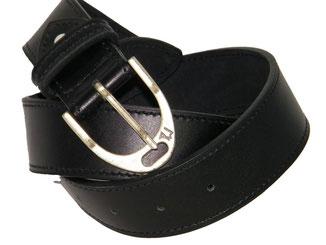 large ceinture artisanale en cuir noir et boucle thème équestre en forme d'étrier