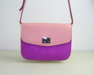 petit sac besace en cuir bicolore rose fait-main avec une bandoulière fabriqué par l'atelier artisanal ml-sellier