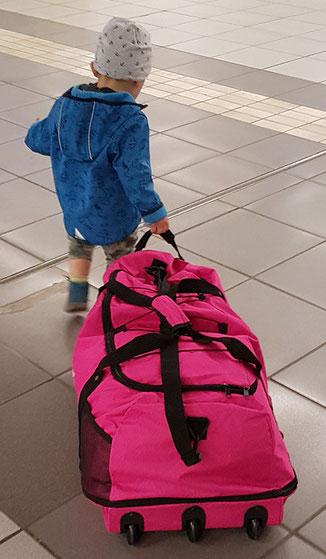 leichte Reisetasche mit Rollen, Reisetasche mit Rollen leicht, Reisetasche mit 3 Rollen, faltbare Reisetasche mit Rollen, Reisetasche mit Rollen ohne Gestänge