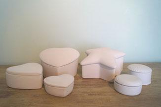 Mini-urn, mini urn, Ceramic memory boxes. Onbeschilderd.