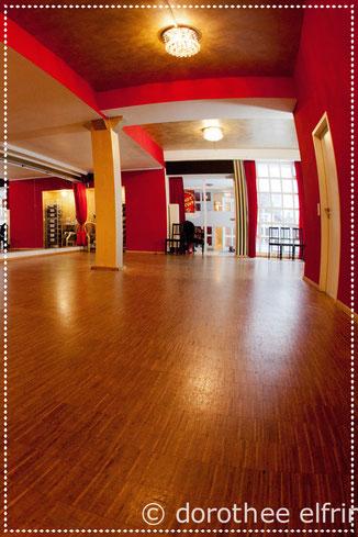 Stepptanzstudio, Mietstudios, Trainingsraum, Stepptanzraum, Stepptanzschule. Steptanz-Saal im Vintage Dance Studio mit tollem Eichenparkett-Boden extra für die Steptänzer in München. Eichenboden Tanzparkett