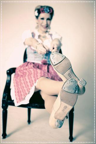 Stepptänzerin Dixie Dynamite aka Silvia Plankl aus München. Steptanz wie zu Zeiten von Fred Astaire & Ginger Rogers....