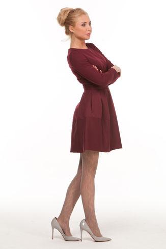 Talliertes Kleid mit langen Ärmeln und ausgestelltem Rockteil, knielang, Farbe weinrot