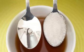 El edulcorante Huxol comparado con una cucharadita de azúcar