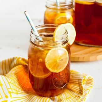 Neben viel Koffein enthält Guayusa eine hohe Konzentration an Vitaminen, essentiellen Aminosäuren und Antioxidantien. Diese Stärken den Körper und wirken sich vorteilhaft auf die Gesundheit aus. Durch Theobromin und L-Theanin hilft Guayusa gegen Stress.