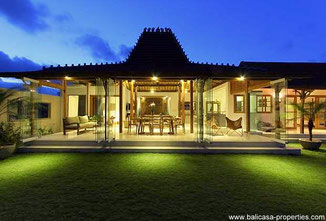 Canggu 4 bedroom Joglo villa for rent nearby the Canggu Club.