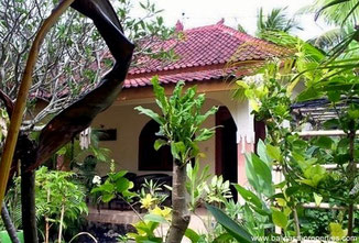 Candidasa holiday bungalow with 2 bedrooms for sale.