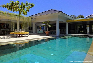 Sanur luxurious modern quality villa near the center.