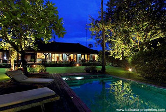 Umalas traditional Balinese villa with 4 bedrooms for rent.