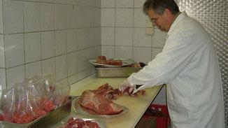 Fleisch in kleinen haushaltsgerechten Portionen ist die große Stärke der Fam. Truskaller in Malta.