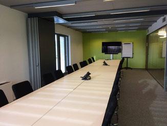 Salle de réunion en grande table