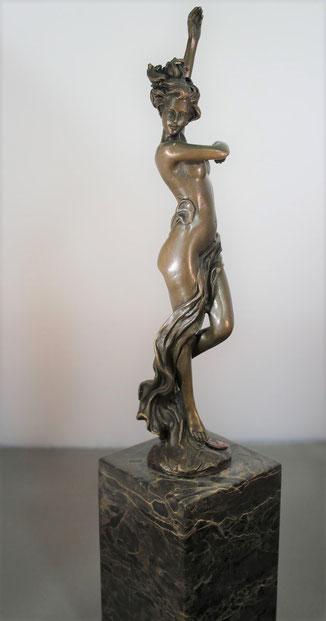 te_koop_aangeboden_een_bronzen_beeld_van_een_staand_vrouwelijk_naakt_bij_kunsthandel_martins_anno_2018