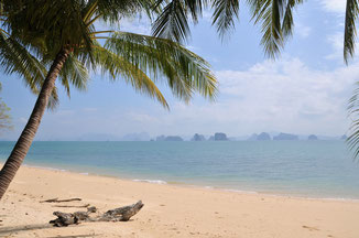 Traumhafter Sandstrand in Thailand