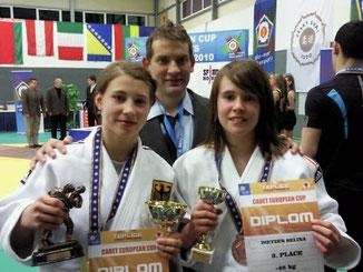 Sappho Coban (BC Karlsruhe) und Selina Dietzer (TV Mosbach) mit dem Landestrainer BW Rok Kosir