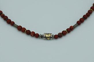 rote Edelsteinkette mit individuellen Zwischenstücken aus der Kollektion von Schardelmann Schmuck