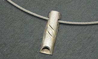 Kettenanhänger aus Sterlingsilber mit individueller Form