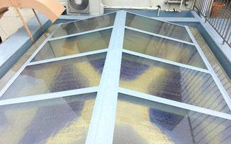 ガラス張りFRP製の天窓