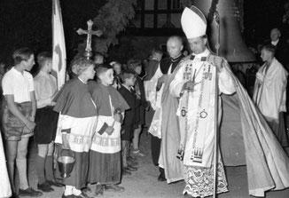 Zur Glockenweihe reiste der Paderborner Weihbischof Dr. Franz Hengesbach nach Eslohe