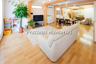 岐阜県多治見市の建築写真です。大規模木造住宅の広さを強調した内観写真です。