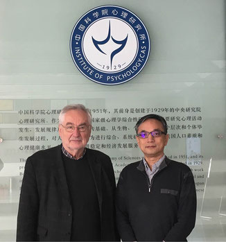 Picture of Prof. Dr. Ernst Poeppel and Prof. Zhang Jianxin