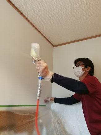家の壁に光触媒コーティング