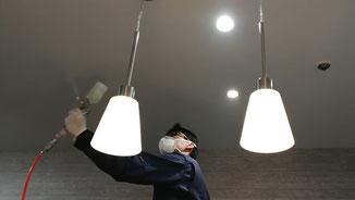 室内天井の光触媒コーティング。室内全体が抗菌作用を持つ空間になるようにします。-PicaService(ピカサービス)