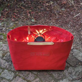 赤い帆布バッグ