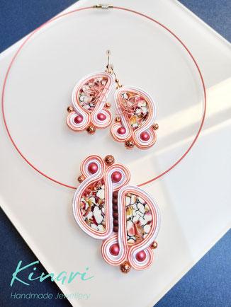 Kinari Handmade Jewellery, Statementschmuck, Soutache, Rose Lily-Set, Kette, Ohrringe