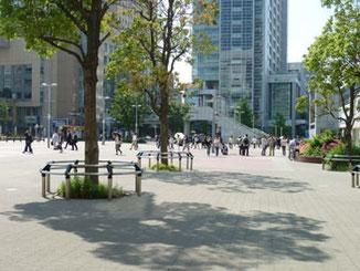 横浜市・JR桜木町駅前広場
