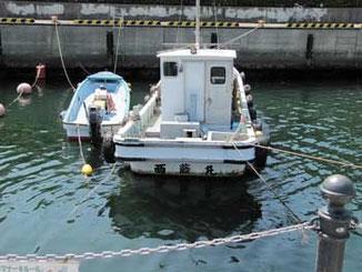 神奈川県・浦賀港の漁船とボート