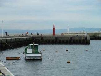 藤沢市・片瀬漁港の二隻の小舟